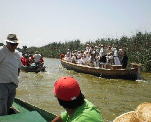 Paseo guiado con la barca por los canales del Lago de la Albufera de Valencia para conocer este espacio natural protegido declarado Parque Natural y sus especies endémicas