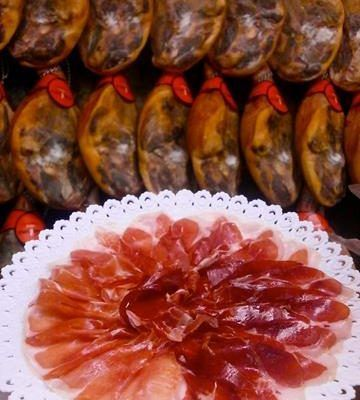 Guided visit with tapas to taste the best of the Valencian and Spanish gastronomy like the Iberian ham of acorn