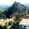 Visita guiada al castillo de Játiva situado en la montaña junto a la población para conocer sus murallas y dependencias originales