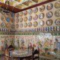 Sala museo de cerámica en una de las fábricas más antiguas de Manises con piezas únicas y cerámica antigua