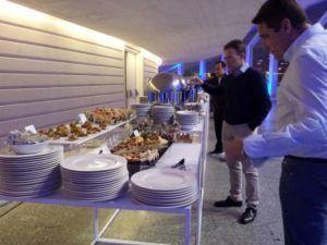 Estaciones de buffet del catering para el evento en el Palau de les Arts Reina Sofia en Valencia