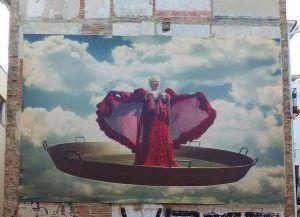 Fotografía gigante Rosita Amores ruta especializada de arte urbano - street art en Valencia