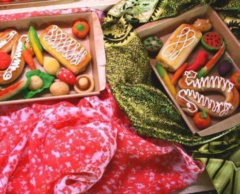 Dulces de mazapán por San Dionís 9 octubre día de los enamorados Valencia