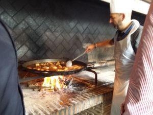 Paella cooking taller de paella en la Albufera de Valencia, El Palmar, showcooking de paella, concurso de paellas en la Albufera