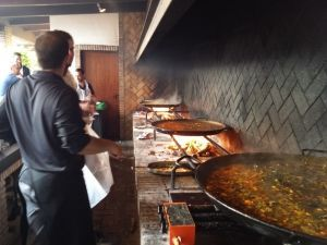 Each group cooks their paella during the paella workshop in the Albufera of Valencia.